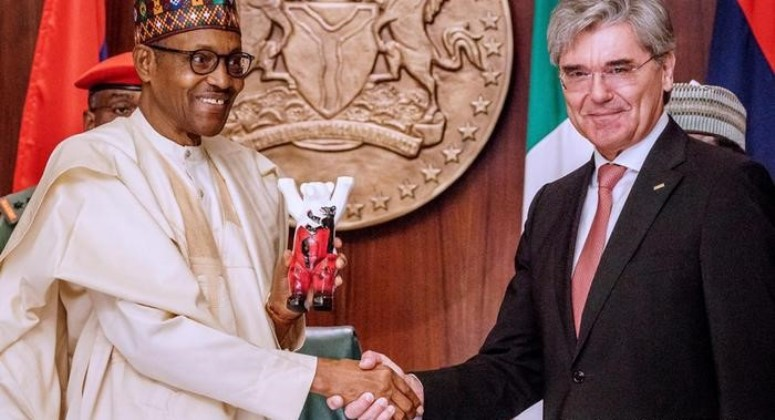 President Muhammadu Buhari (left) and Siemens CEO, Joe Kaeser, during the signing of the power deal at Abuja in 2019